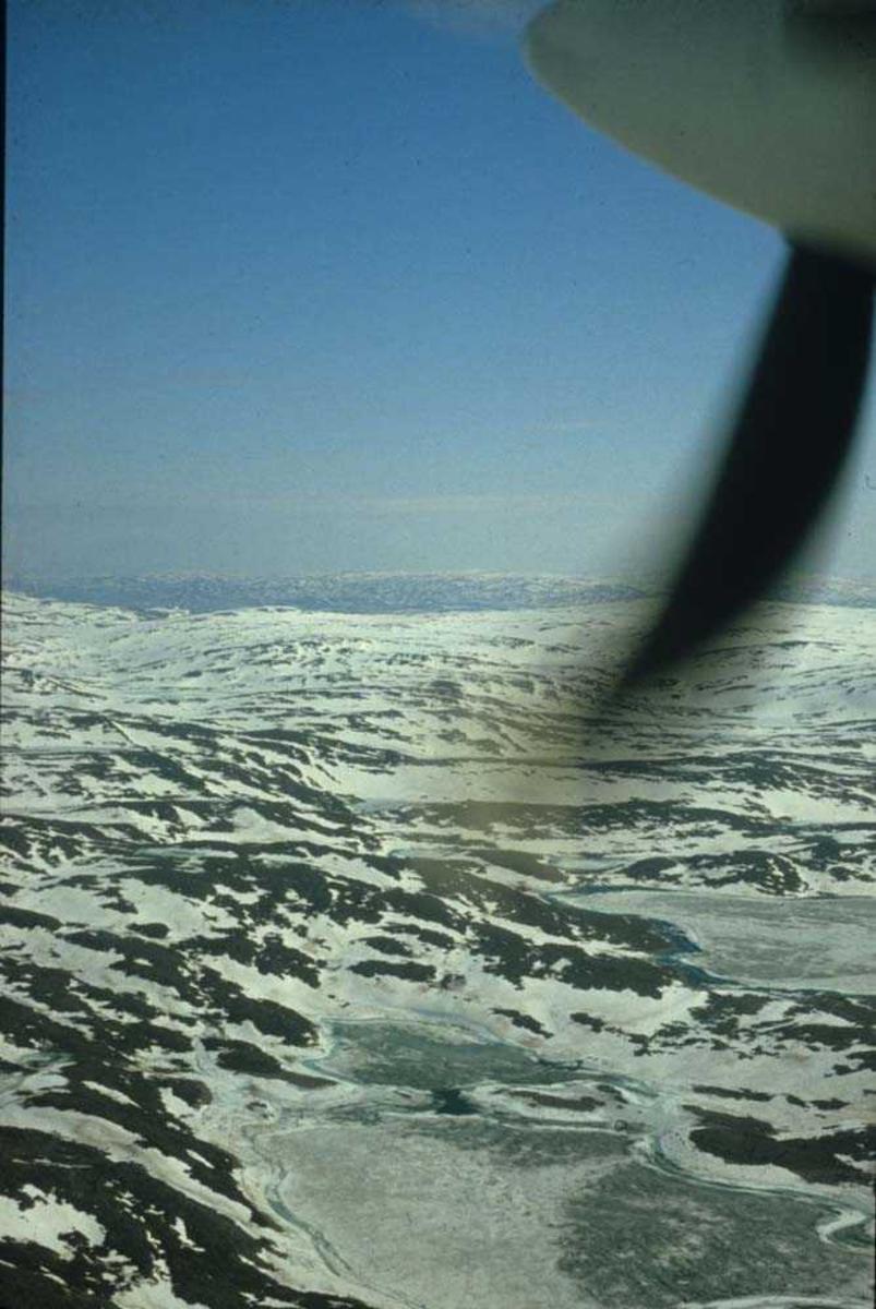 Luftfoto.. Vinterkledd fjellvidde. Ett sted på Vestlandet