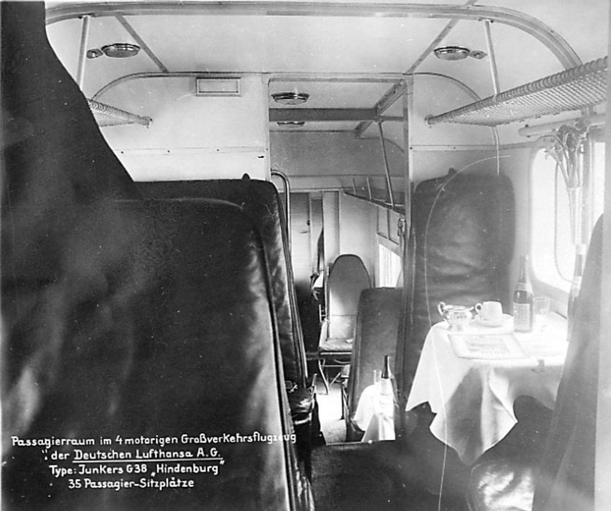 "Lufthavn, 1 fly på bakken. Junkers G-38b D-250 ""Generalfeldmarschall von Hindenburg"" fra Lufthansa. Interiør fra flycabinen."