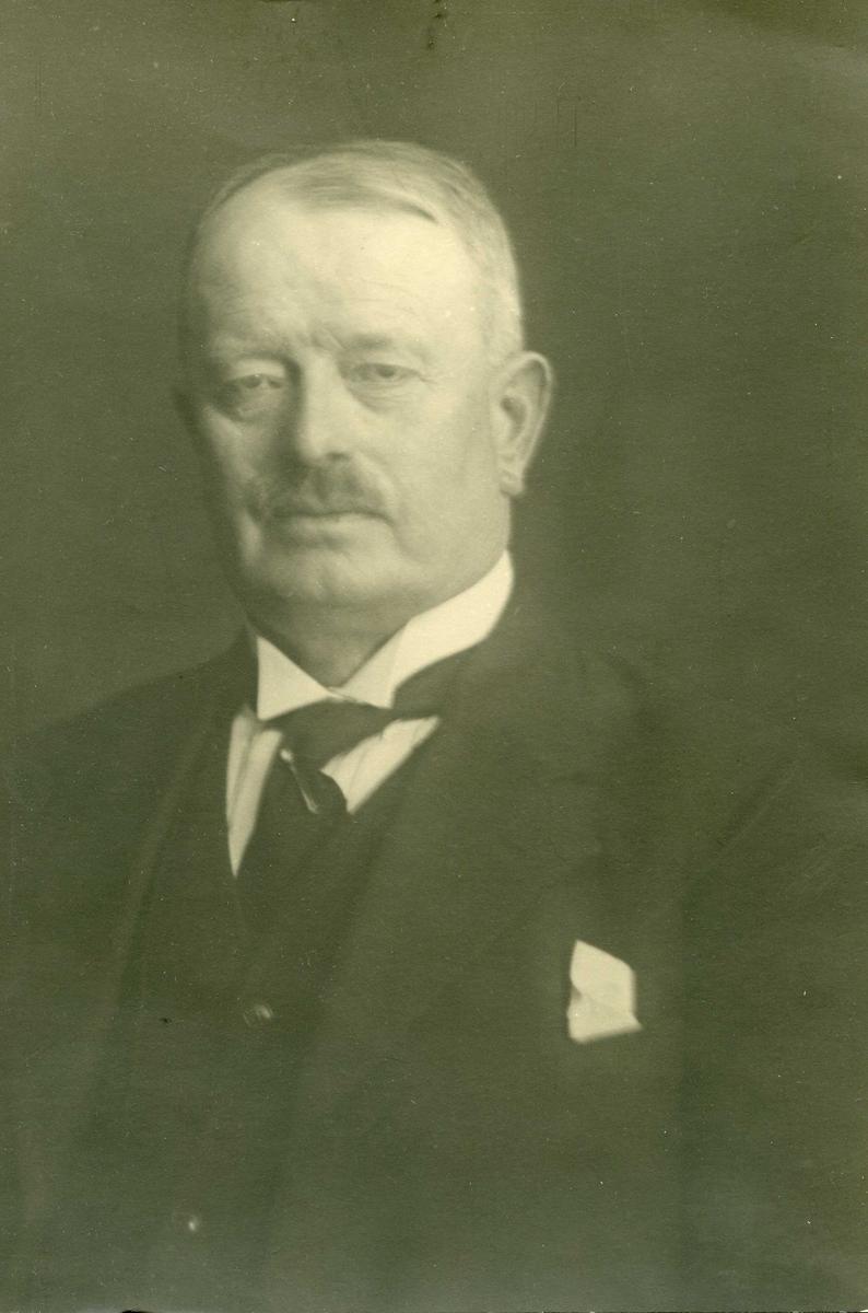 Portrett - Skipsreder Chr. Mathiesen, Mølstrevåg. Født 26/5 1866 i Skåre.