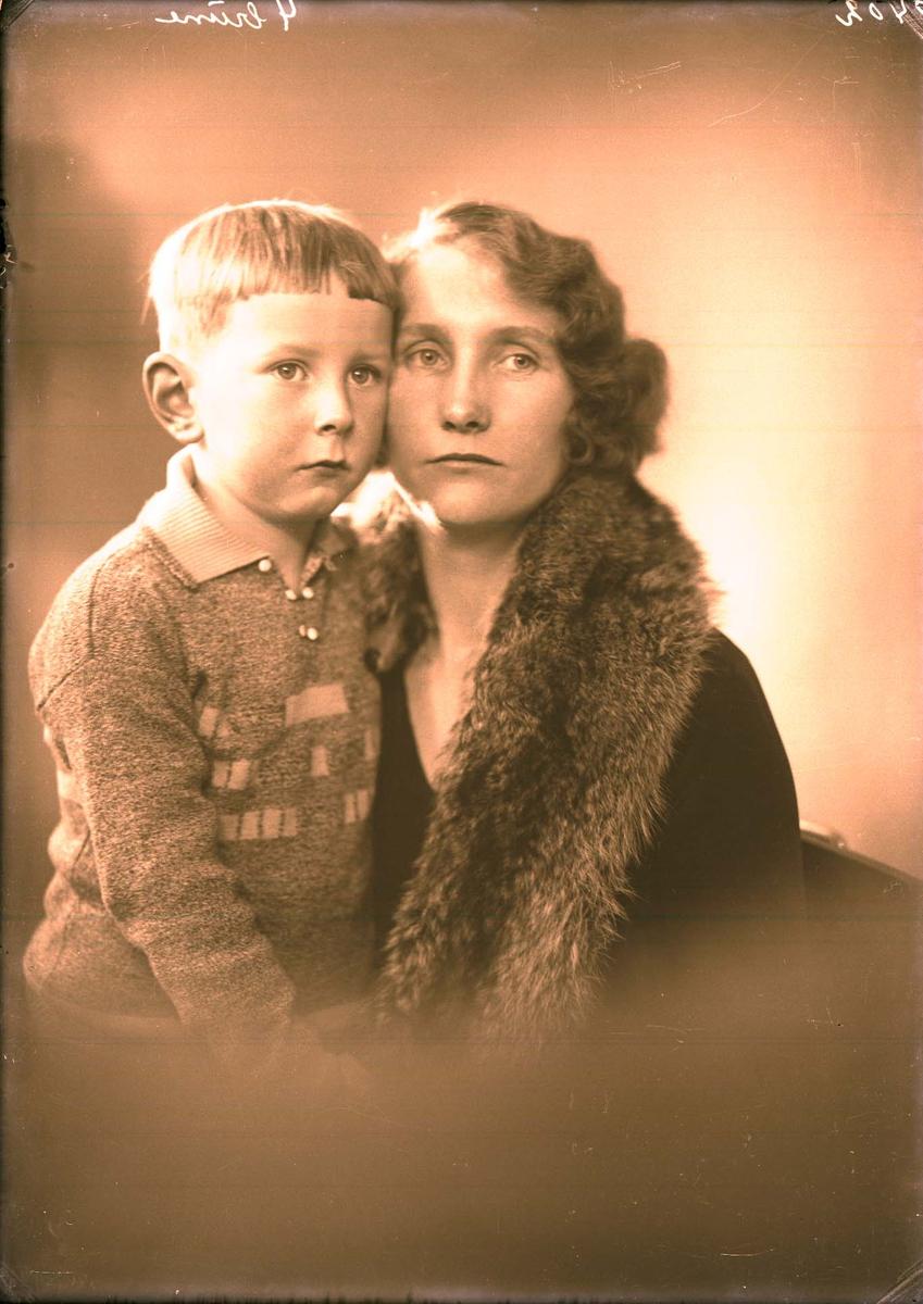 Portrett - Mor og barn.