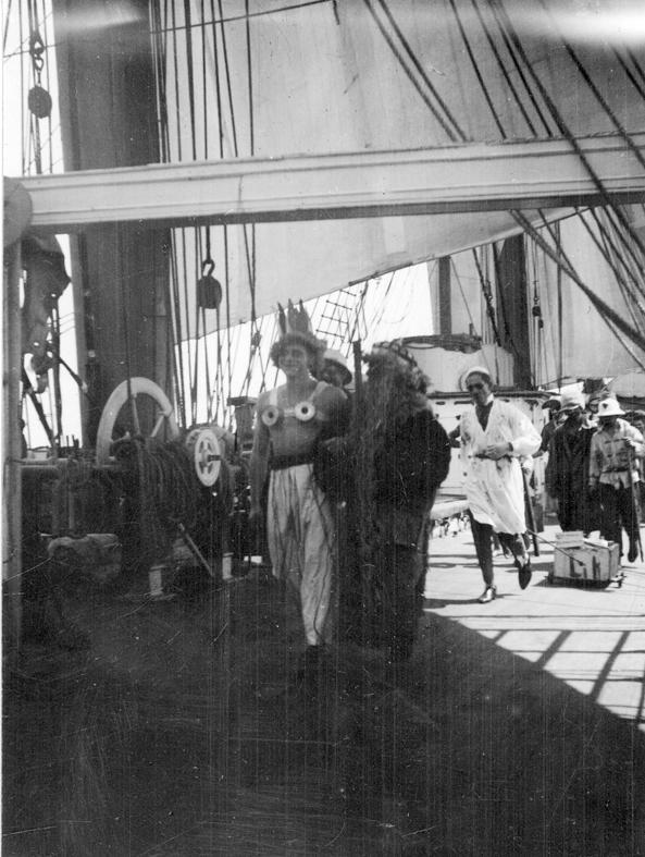 Beatrice av Göteborg, ex Sithiod. Linjedop den 29.9 1928 under resa Antwerpen-Port Adelaide. Neptun med drottningen kommer förifrån.