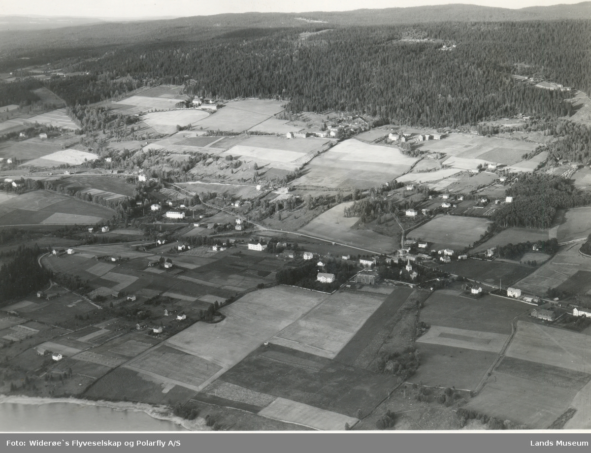 Flyfoto Hov i Land