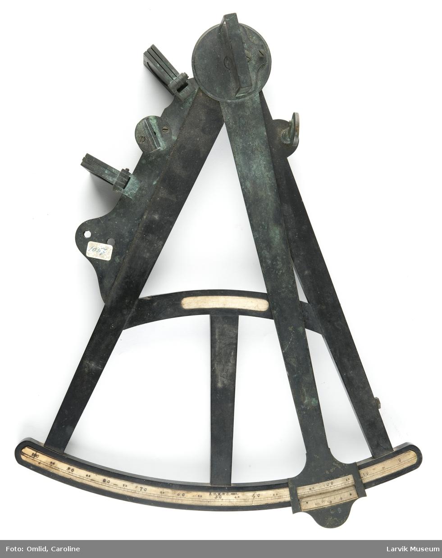 Oktant, tre med benbue