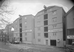H.F. Klingenberg . Exteriør:  Lager Kjøbm.gt. 33-35