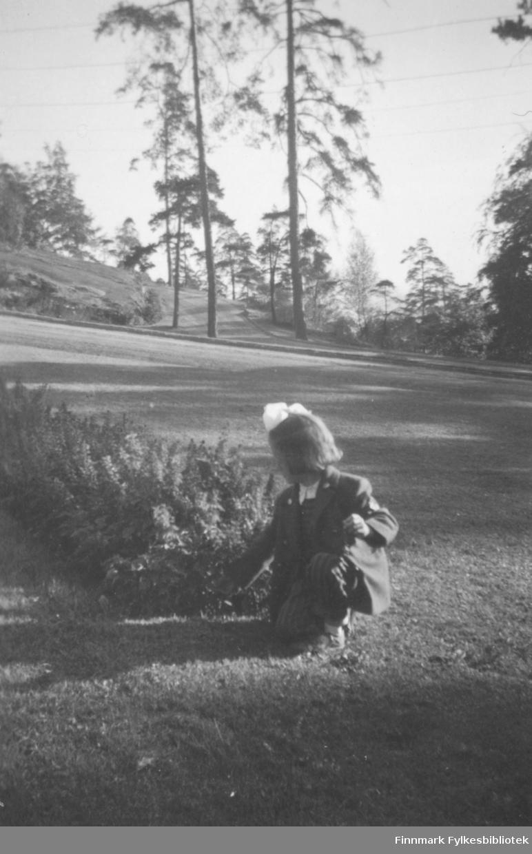 Torill Ebeltoft på ferie, Ekeberg i Oslo, september 1955