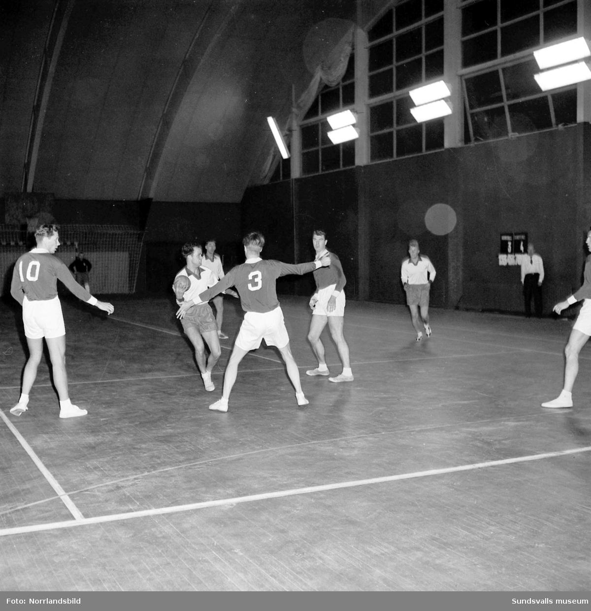 Handbollsmatch i tennishallen, IFK Sundsvall-Hudiksvall.