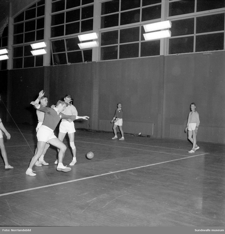 Handbollsmatch i tennishallen, Heffners-IFK Sundsvall.