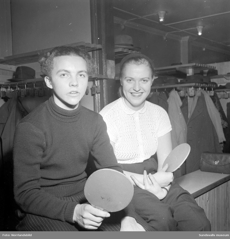 DM i bordtennis, ungdomar i bordtennishallen, före detta 125:an, på Västermalm.