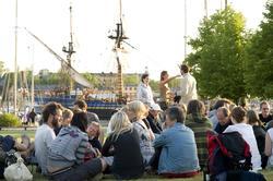 Tre seklers flaggskepp, maj 2008. Bryggdans med Skansens Sp