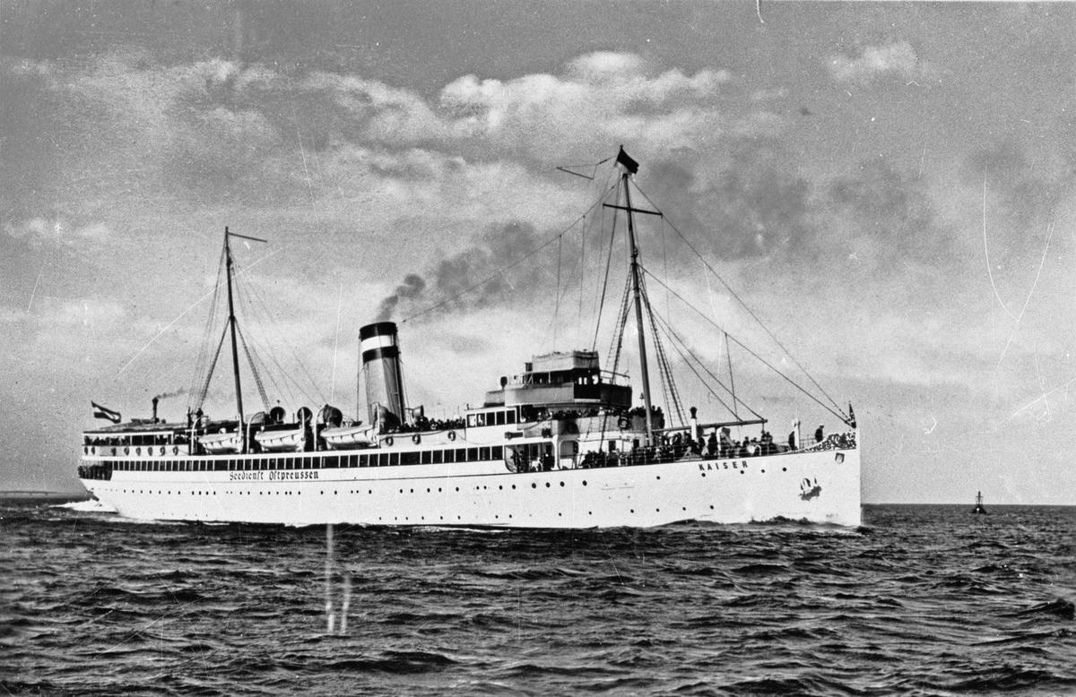 Fartyg: KAISER                         Bredd över allt 11,7 meter Längd över allt 96,0 meter  Byggår: 1905 Varv: Vulcan Werft, Stettin Övrigt: Hemmahamn: Stettin
