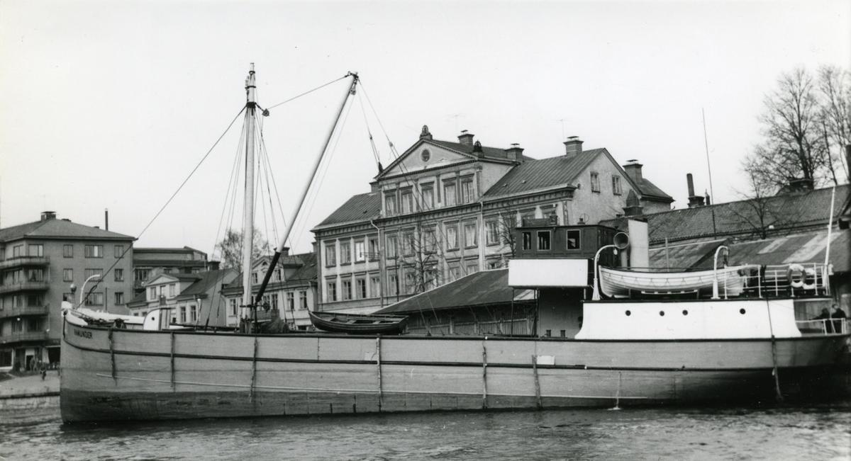 Ägare:/1957-61/: Östgöta-Lantmännens Centralförening ek. för. Hemort: Norrköping.