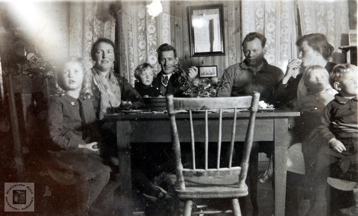 Juleselskap På Handelslaget Med Fam Rolf Hamran Historiske Foto