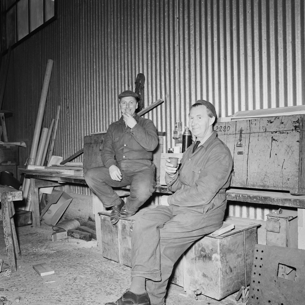 Övrigt: Foto datum: 29/12 1965 Byggnader och kranar Provelement