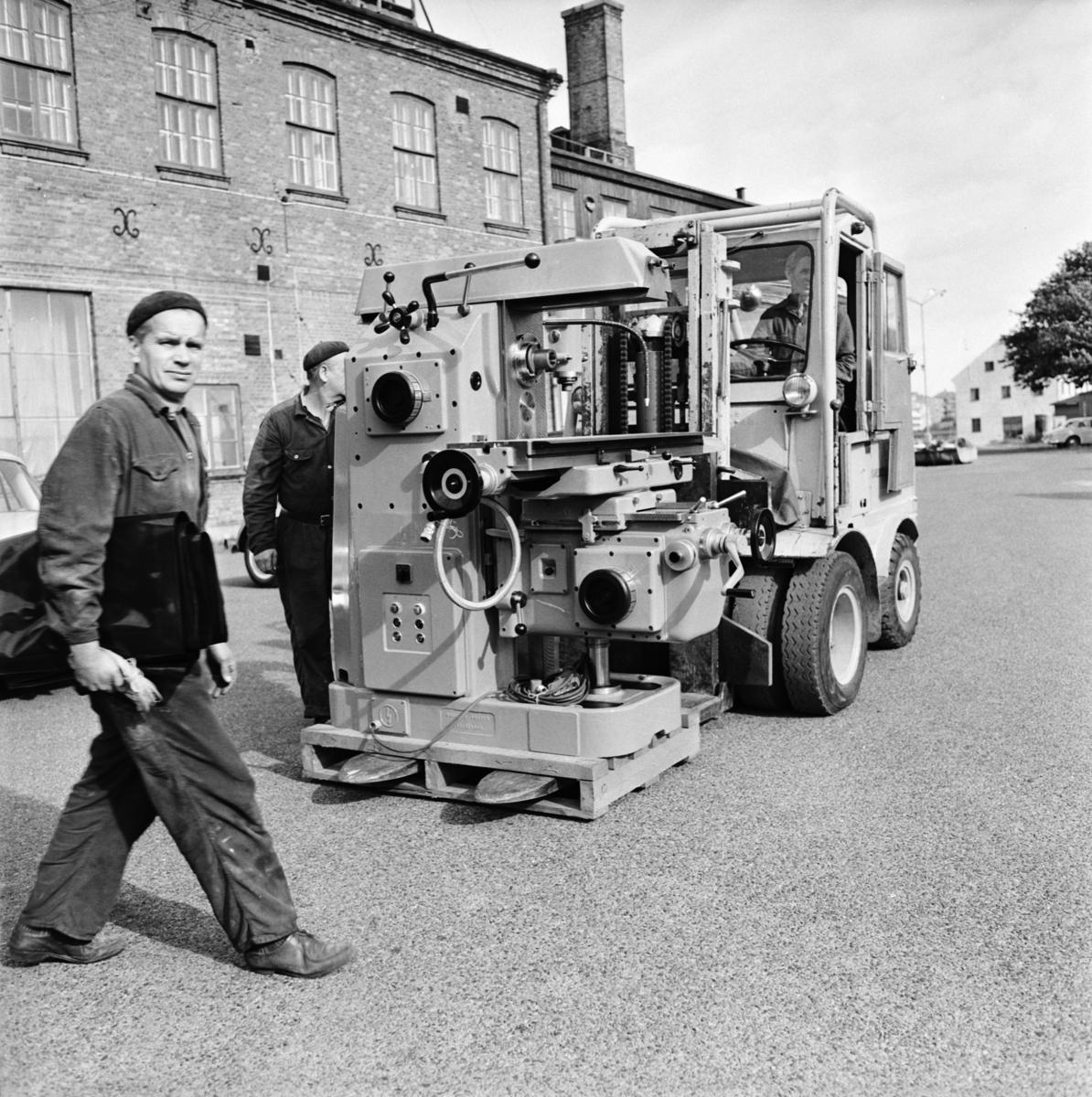 Övrigt: Foto datum: 26/9 1966 Byggnader och kranar Karlskronavarvets fräsmaskin