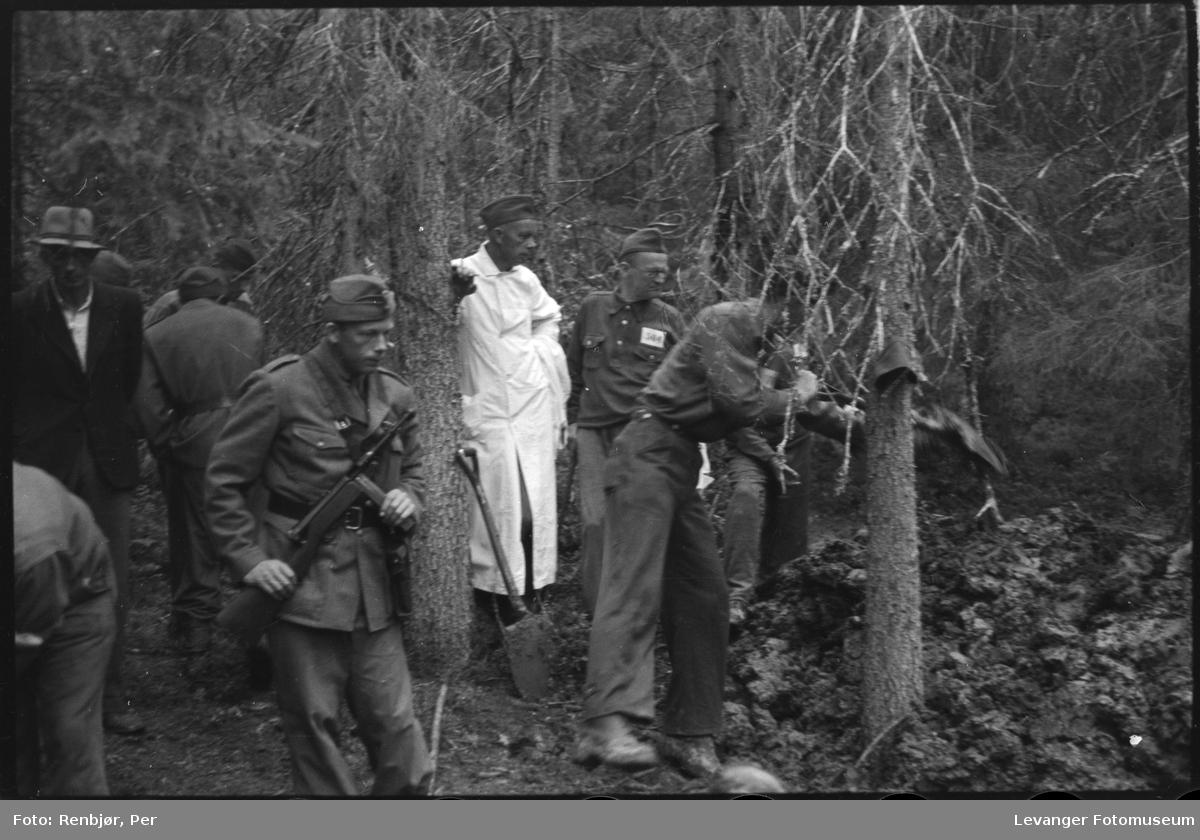 Åpning av graver i krigsfangeleiren på Falstad. Falstadskogen var henrettelsespass og gravsted..