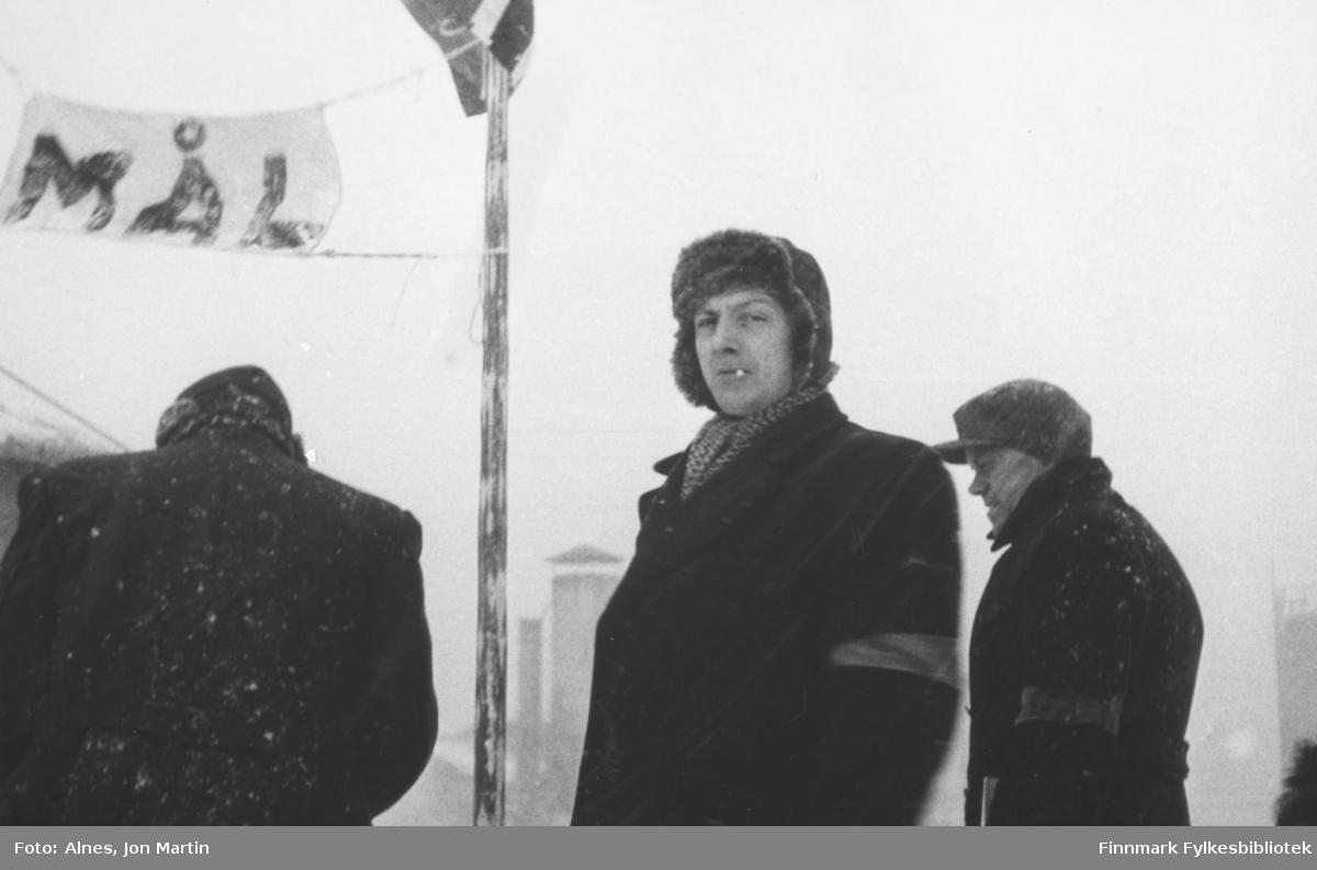 Ved målstreken for et skirenn i Øksfjord i 1954. Starten gikk der Loppas kommunehus er i dag. Nr 2 fra venstre: Fritz Bosch, nr 3 Reidar Aslaksen