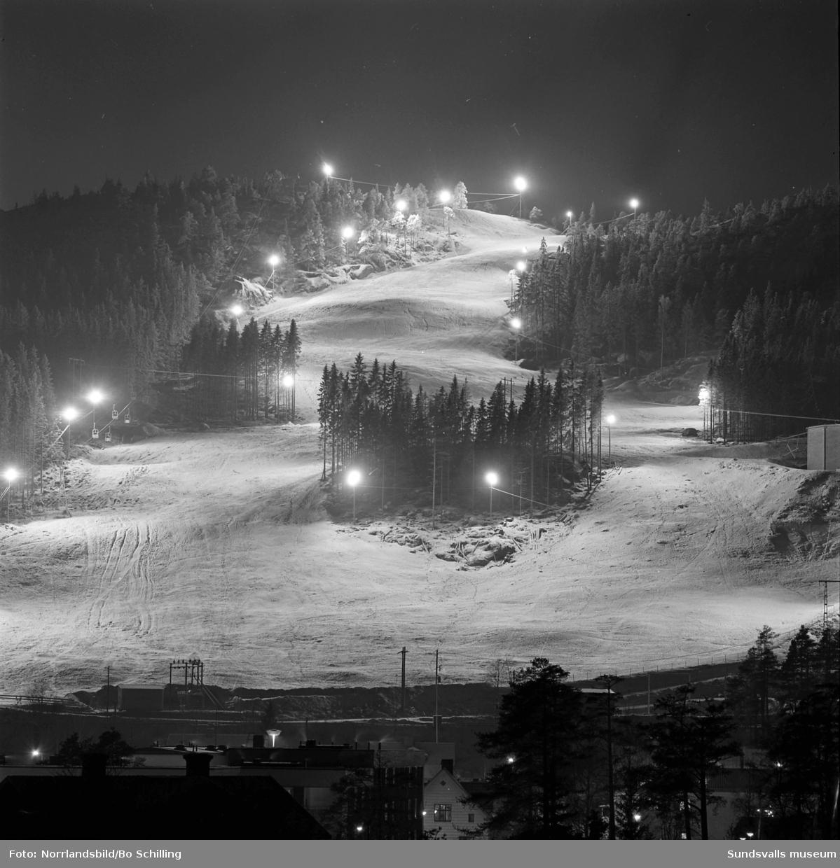 Kvällsbild av Nolbybacken i Kvissleby.