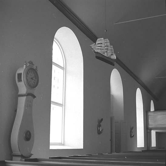Stenkyrka socken. Stenkyrka kyrka. Votivskepp och golvur. Efter restaurering.
