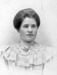 Lina Augustsen 1888-1948. gift  i 1908 med Johan Olsen 1889-
