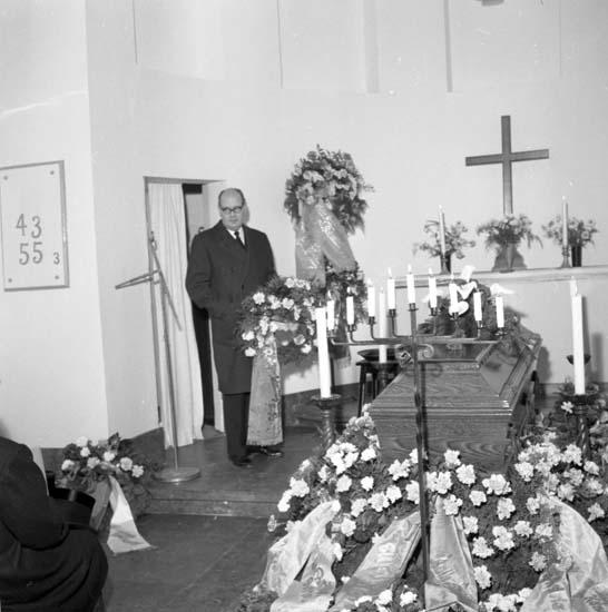 """Enligt notering: """"Alban Olssons begravning 21/12 1958""""."""