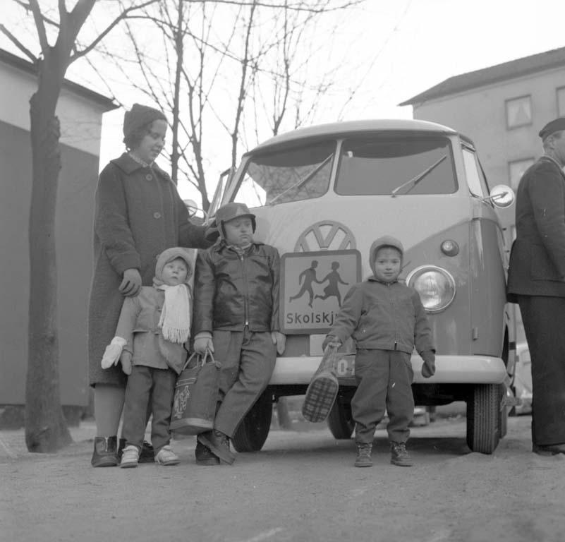 """Enligt notering: """"Skolbuss åt CP sjuka barn 11/1 1960""""."""