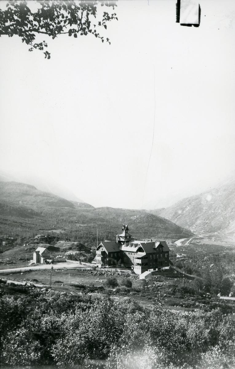 Maristuen Høifjeldshotel. ca 1905. Hotellet ble totalskadet i brann 4. mai 1976