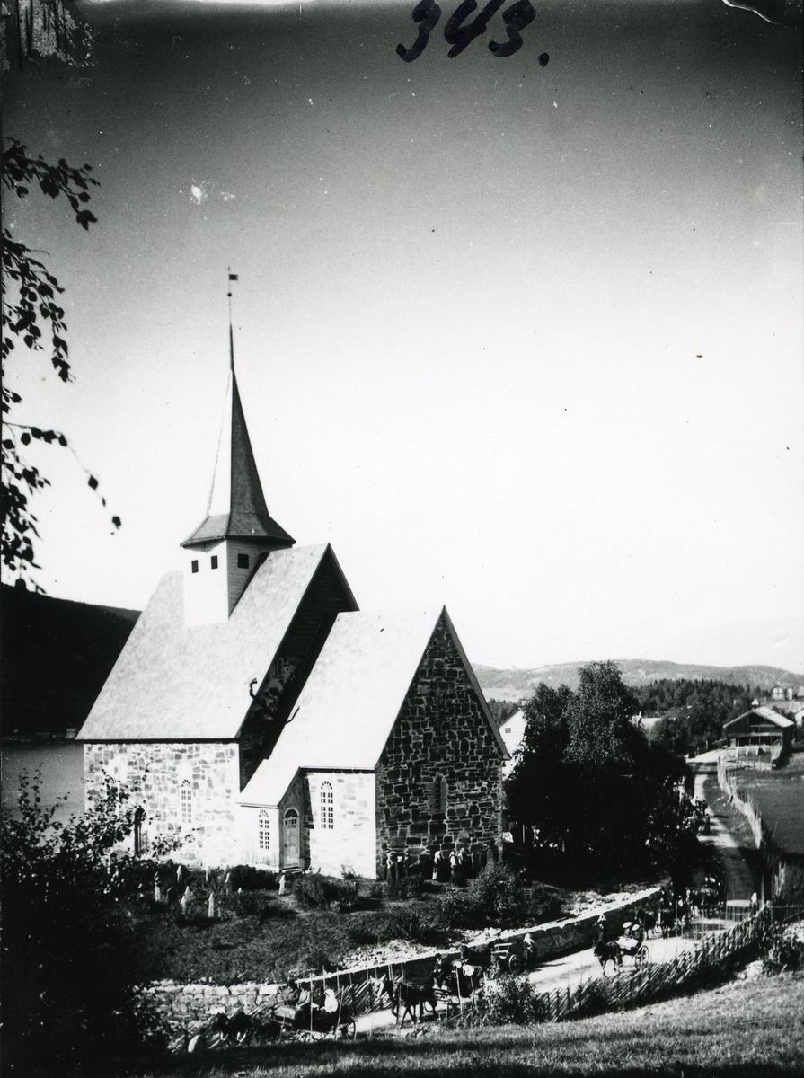 Bryllupsferd fra Slidredomen, Vestre Slidre. Gjestene kjører med hest og karjol. Rundt 1903