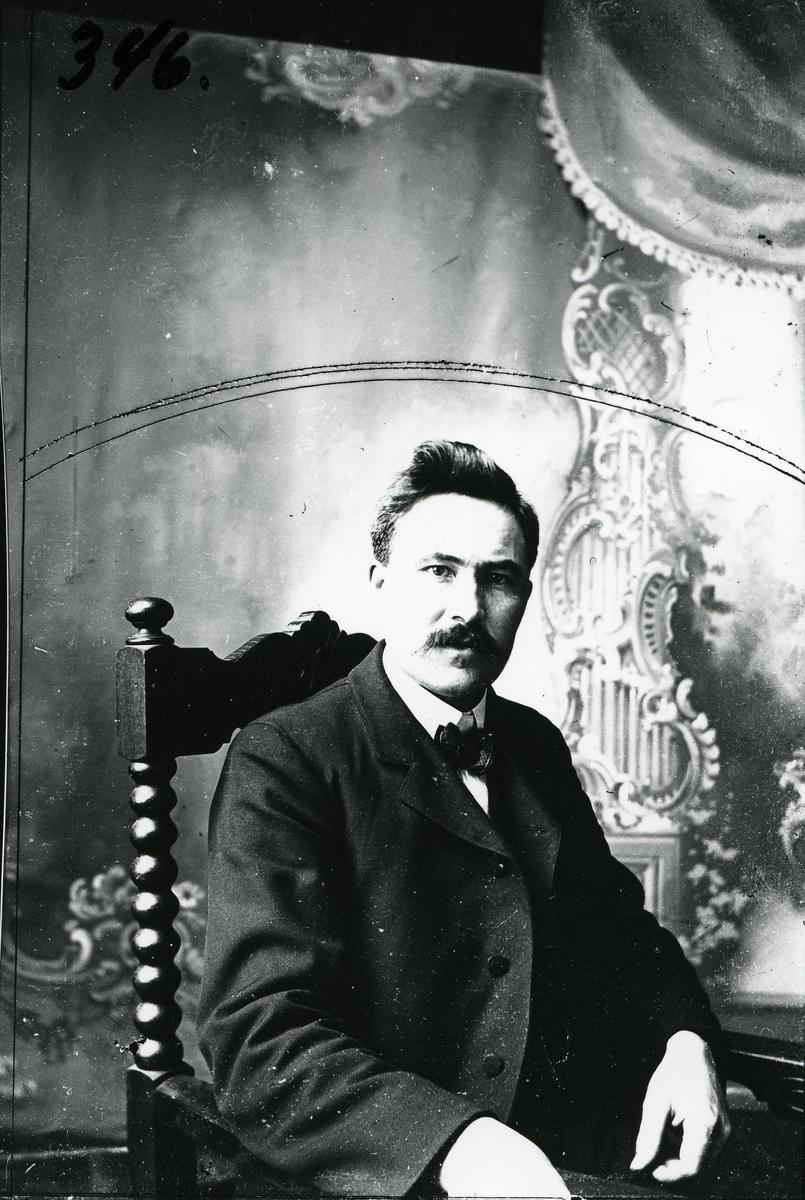 Portrett av fotograf Ola Gudheim fra Ulnes, Nord-Aurdal. Født 28.11.1869, død i en togulykke i England rundt 1914.