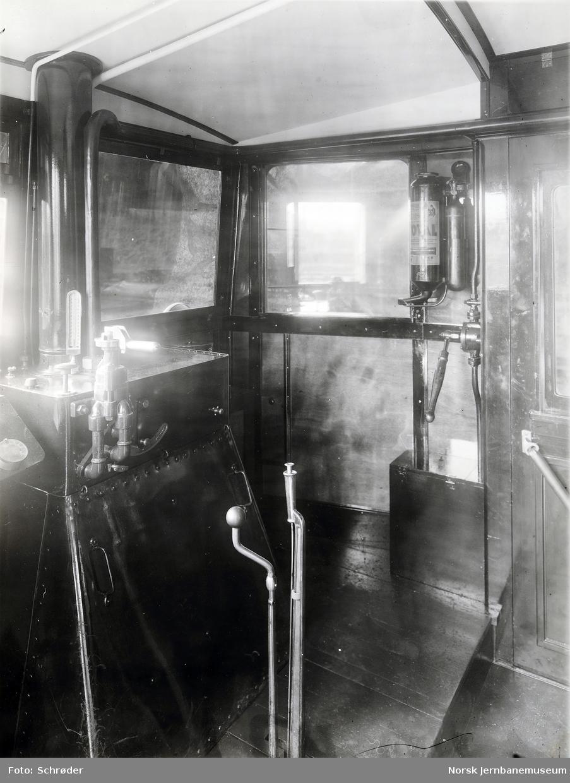 Førerplass i motorvogn litra Cmb type 1 for smalt spor