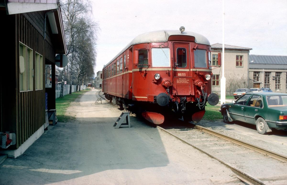 Persontog for jernbanepersonale mellom Marienborg og Trondheim. På Marienborg hadde NSB store anlegg med bla. lokomotivstall, lokdriftsadministrasjon, opplæringslokaler, hensettingsområder, verksteder og forsyningsadministrasjon m.m. Hverdager gikk det en motorvogn for personalet kl. 15.15 til Trondheim stasjon.