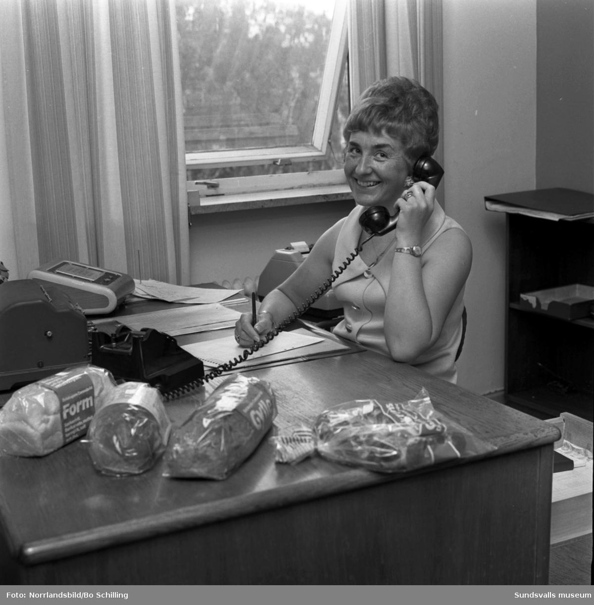 Fru Eriksson på Coronabageriets kontor.