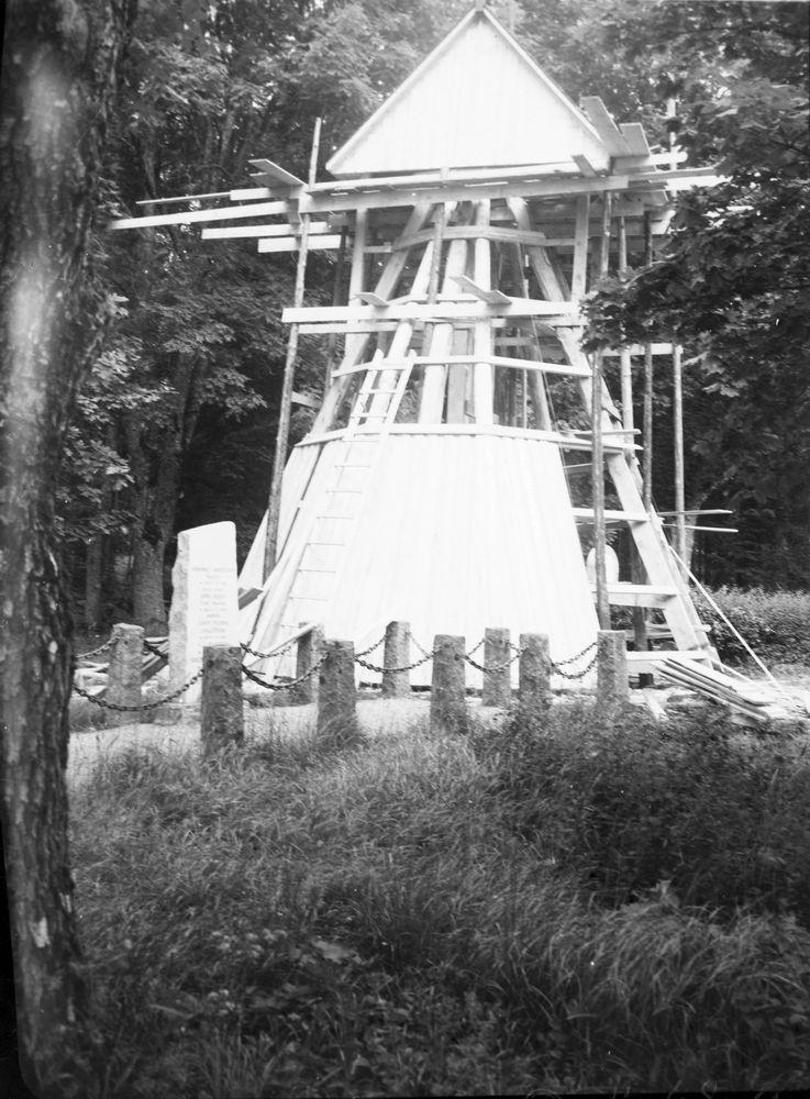 Klockstapeln vid Örs kyrka.