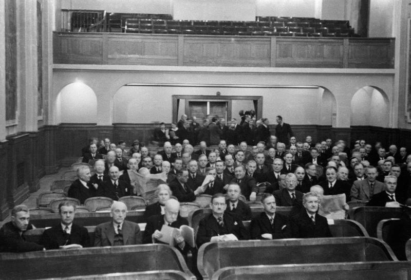 Stortinget avholder møte i Festiviteten på Hamar.