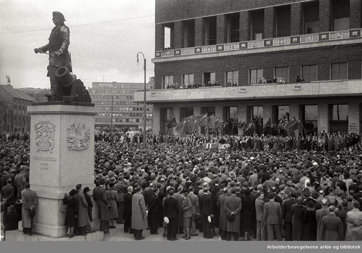 1. mai 1946, Rådhusplassen.