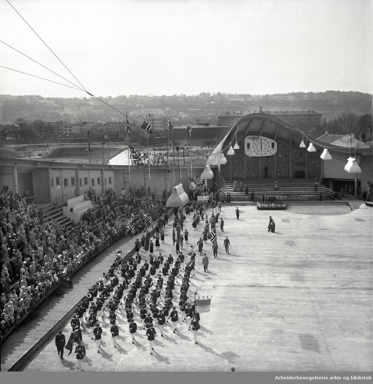 1. mai 1955.Framfylkingens stevne på Jordal Amfi..