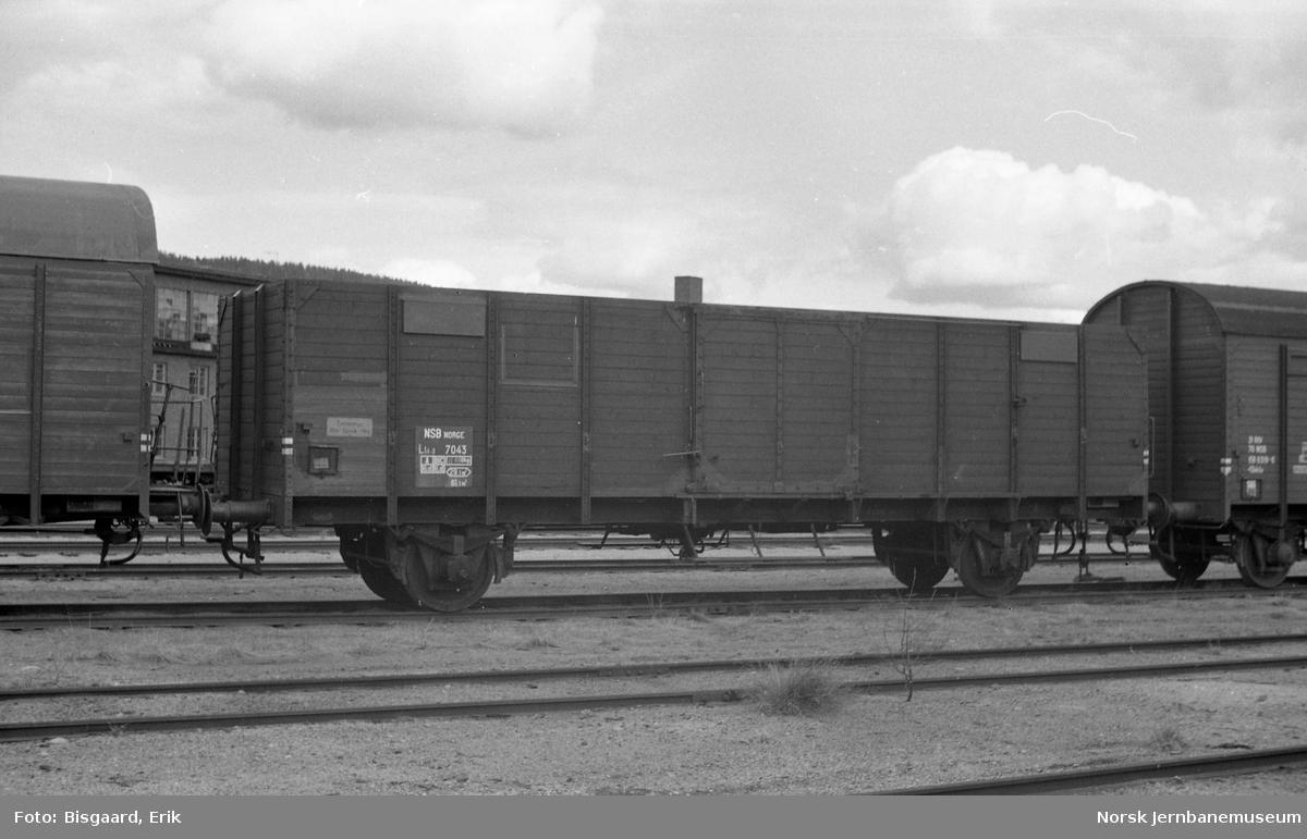 Flisvogn litra Lt4-3 nr. 7043 på Sundland
