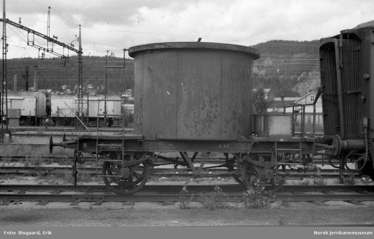 Internvogn litra R nr. 2252 på Drammen stasjon