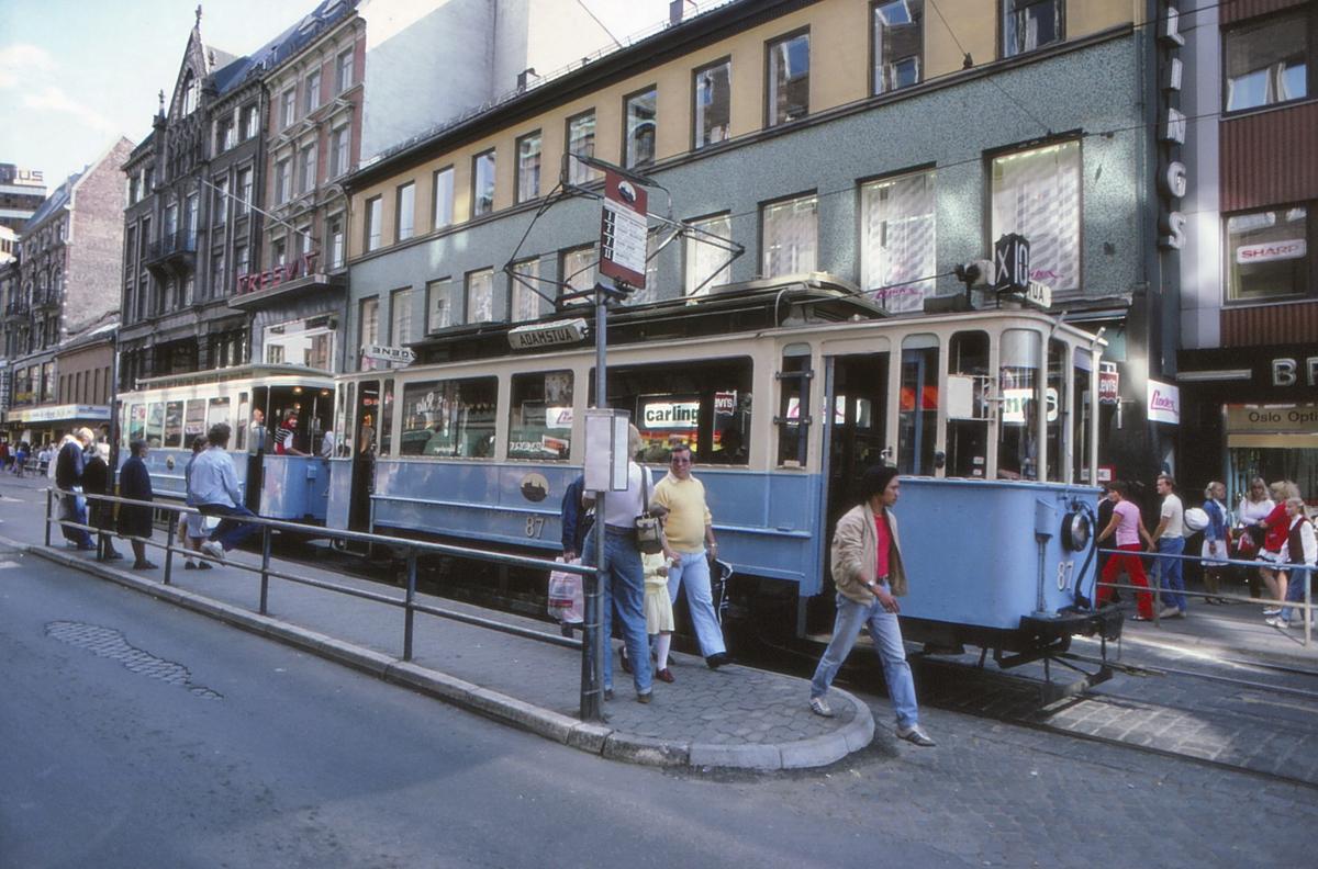 Veterantrikk i Storgata. Oslo Sporveier, vogn 87.