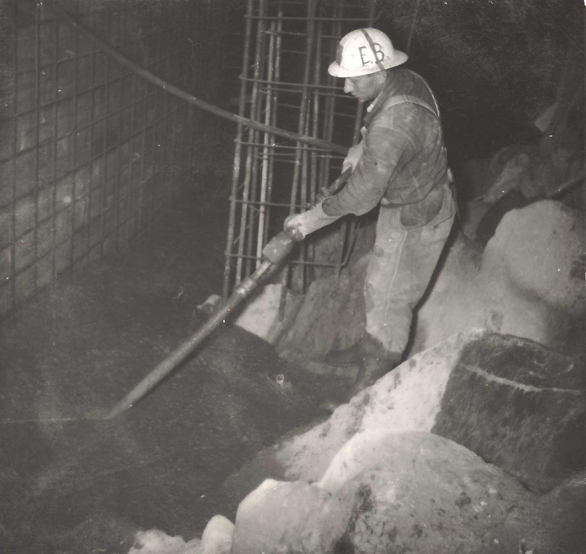 153-4 Vibrere betong