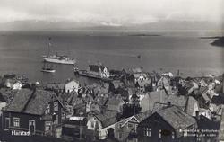 """Bebyggelse i Harstad sentrum, med dampskipskaia og """"Stella P"""