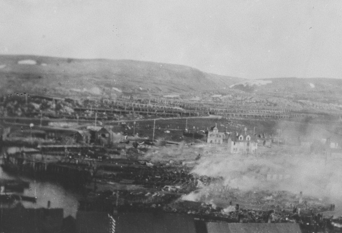 Berlevåg sentrum i brann under storbrannen i 1928.
