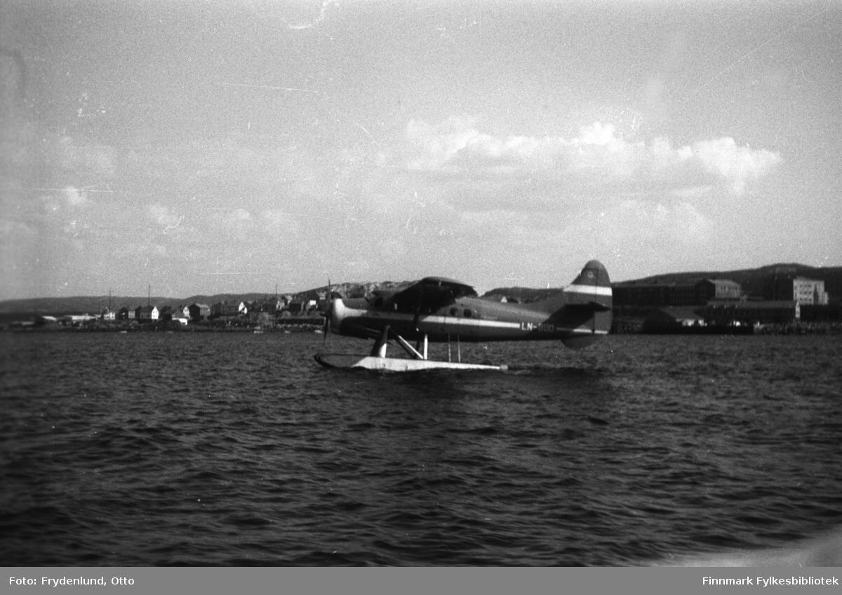 Sjøfly på havna i Kirkenes. Dette er et De Havilland Canada DHC-3 Otter - flyene ble kjøpt inn på 1950-tallet, og var i bruk hovedsakelig som kommunikasjonsfly, men også av forsvaret