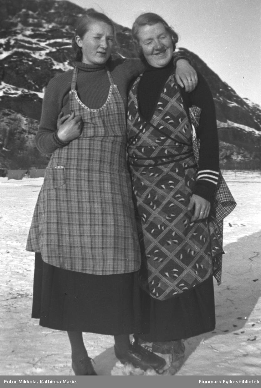 Søstrene Marine og Synnøve Mikkola