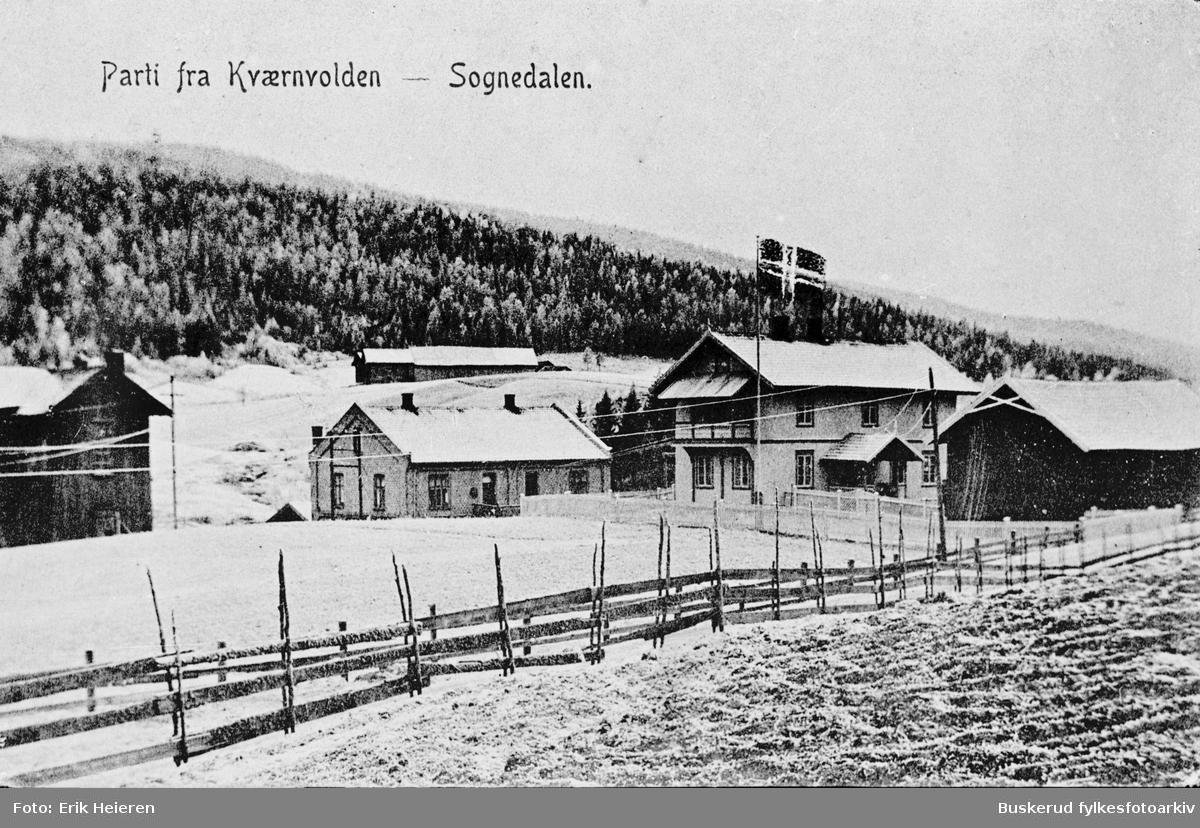 Parti fra Kvernvolden Murbygningen midt i bildet er distriktets første kraftverk 1911