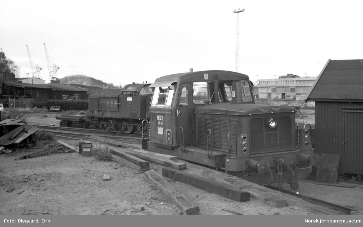 Skiftetraktor Skd 221 146 og diesellokomotiv Di 2 804 på Sørenga