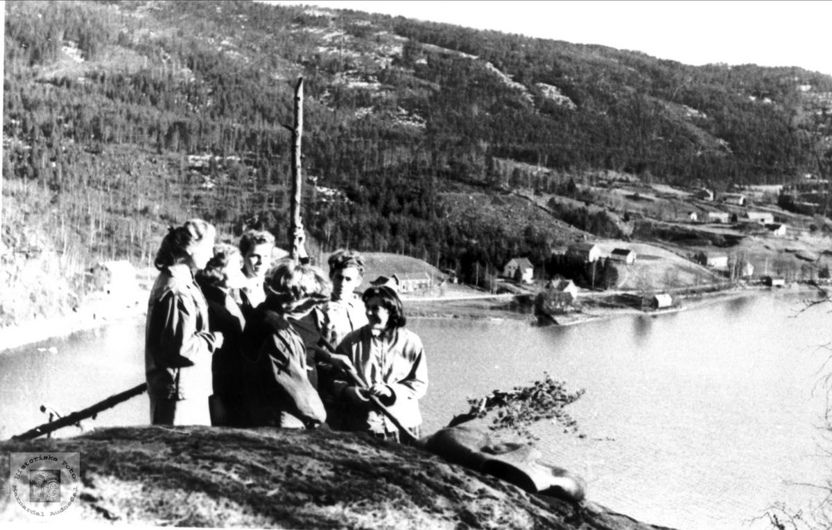 Ungdom på toppen av Kvernhusodden, Ågedal