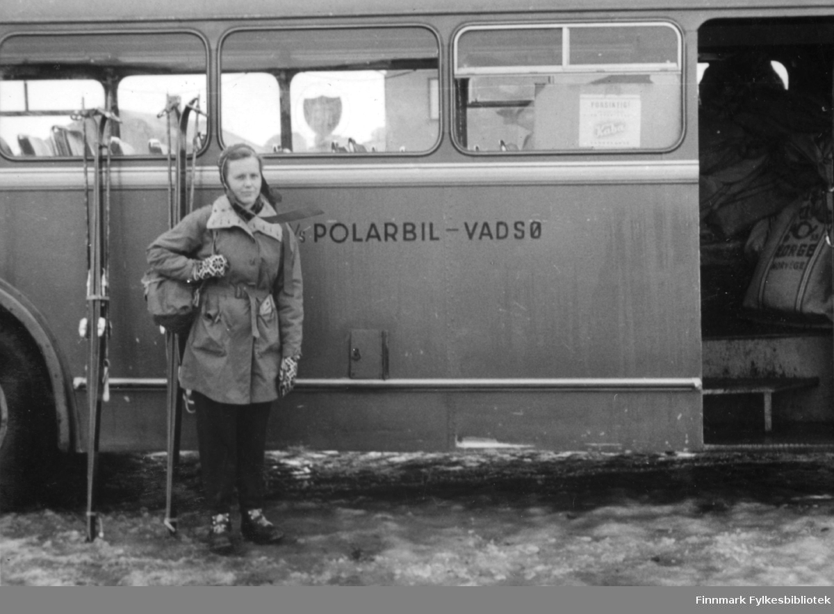 På vei til Polmak. A/S Polarbil var et rutebilselskap som drev rutetrafikk i Øst-Finnmark fra 1920 til 1976. Polarbil hadde hovedkontor i Vadsø.