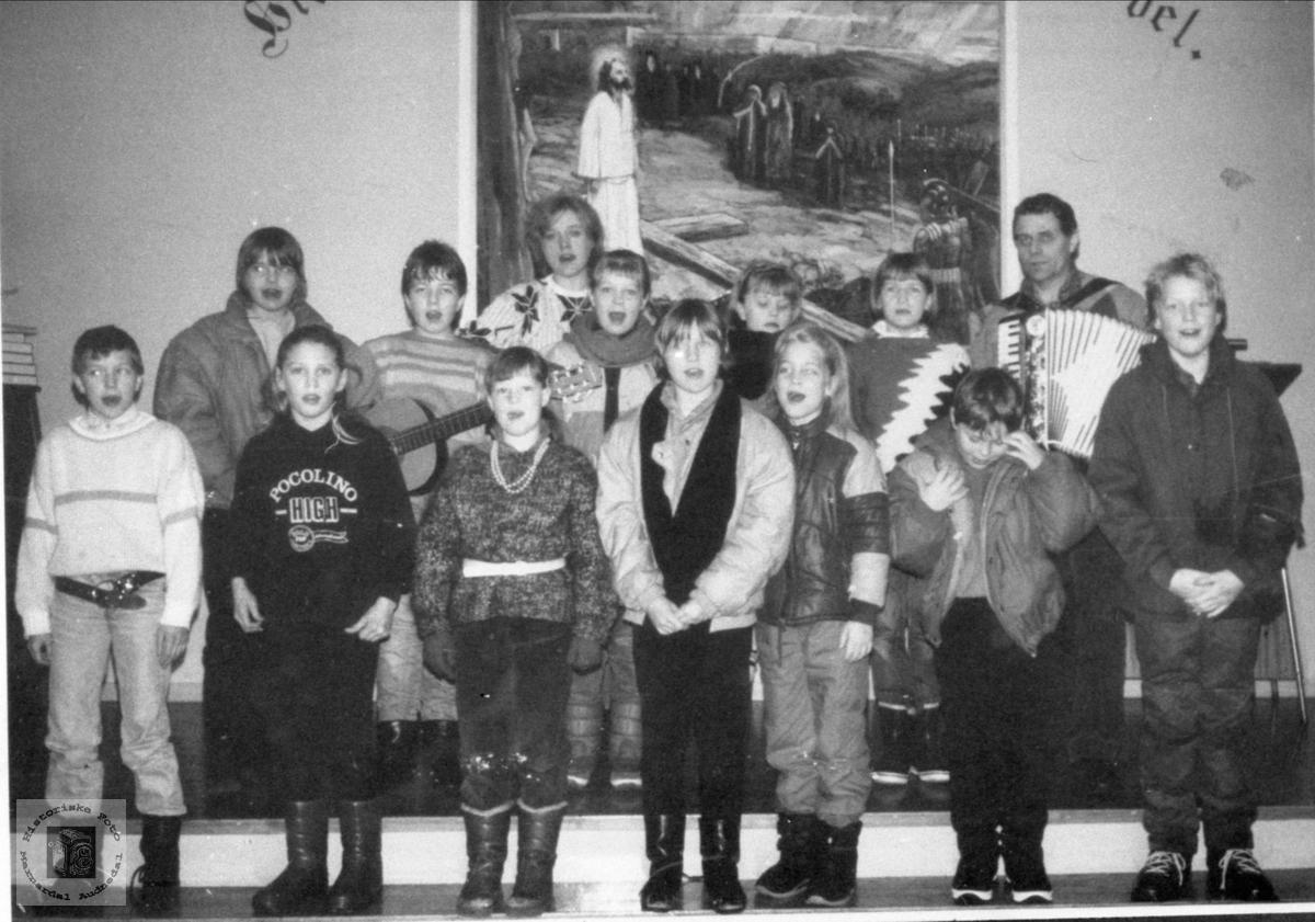 """""""Gladsang"""" med barn fra 4. og 5. klasse."""