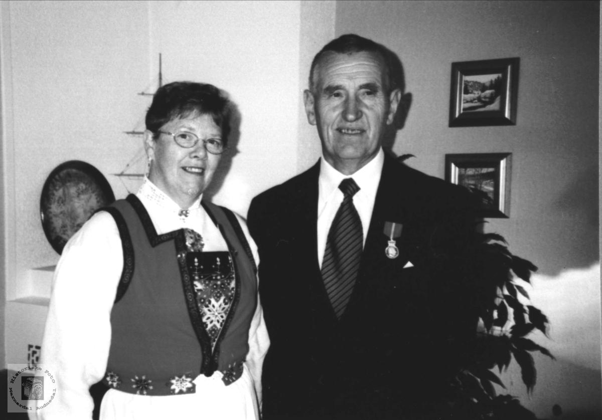 Tildeling av HMKH Fortjenstemedalje. Marion og Magne Haraldstad.