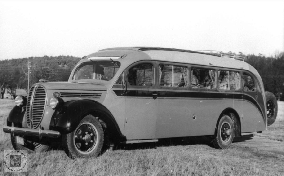 Rutebuss. Jul Olsen. Ford V8, årsmodell 1938.
